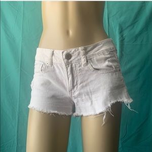 AMERICAN EAGLE WHITE RIPPED JEAN BOOTY SHORTS